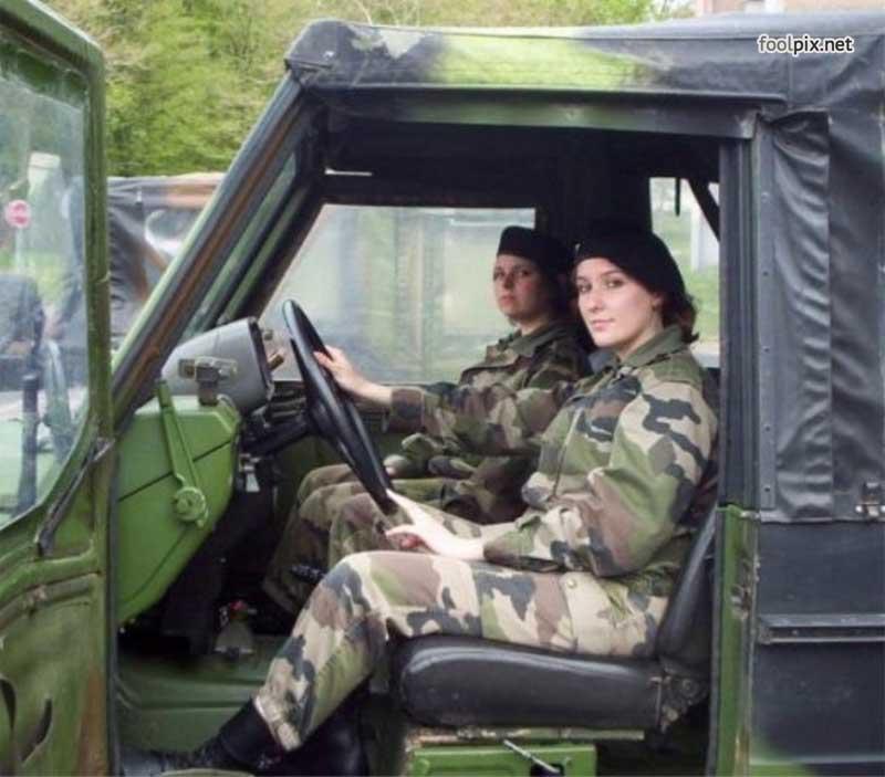Девушки на службе в армии фото 16