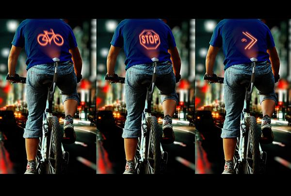 Проектор предупреждающих знаков на спине велосипедиста