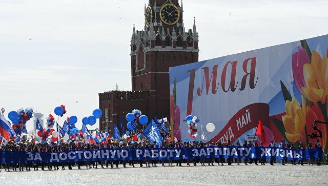 Мир Труд Май ! Каждому пятьсот на Первомай! Пользователи соцсетей уличили ЛДПР в выдаче денег участникам митинга.