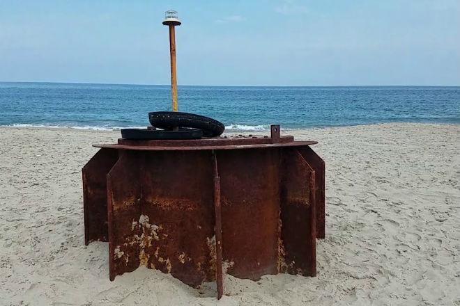Загадочный предмет обнаружен на американском пляже