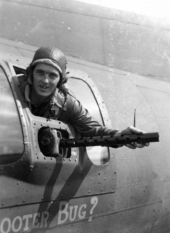 Архивные фотографии Второй Мировой Войны: http://sovsojuz.mirtesen.ru/blog/43458601875/next