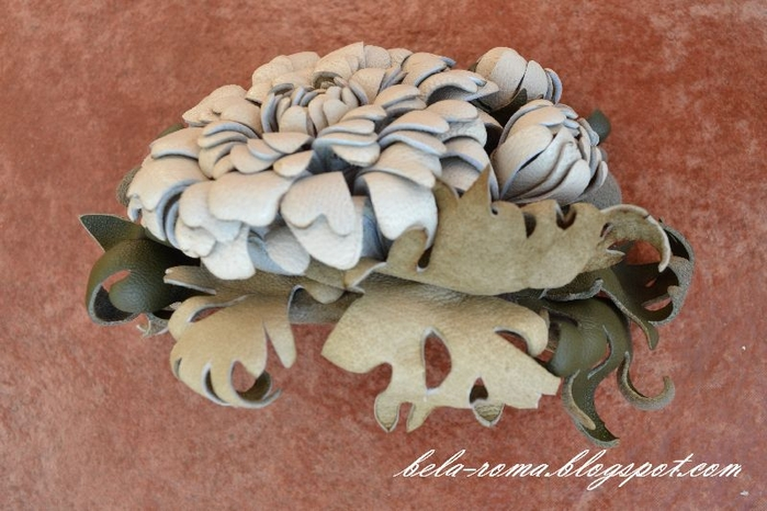 хризантема из кожи (1) (700x466, 240Kb)