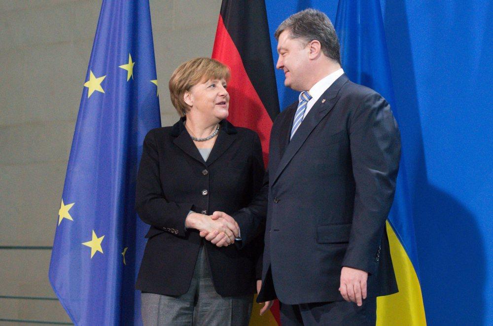 Порошенко после встречи с Меркель рассказал о настроениях в ЕС по поводу продления санкций против России