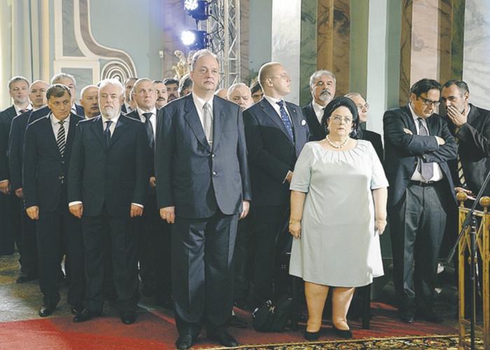 Кирилловичи или кто тут в цари крайний...