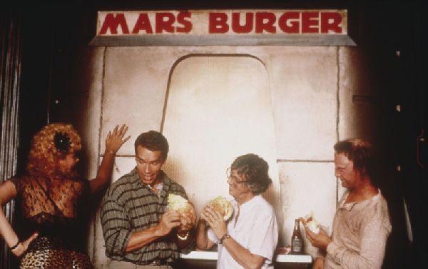 """1 июня 1990 года, на экраны вышел  фильм """"Вспомнить все"""" вспомнить все, шварцнеггер"""