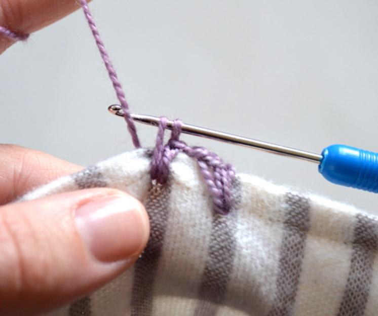 Как обвязать ткань пряжей (9)