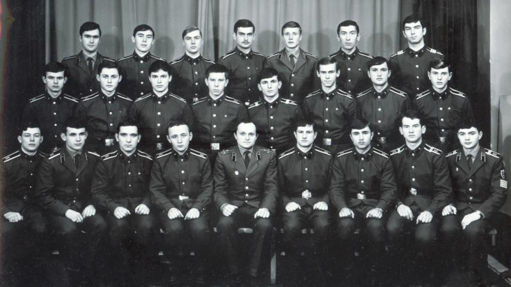 С офицеры знакомства пенсионер военные