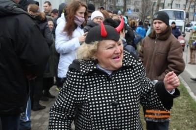 Киевляне оганизовали мычащий протест у посольства США