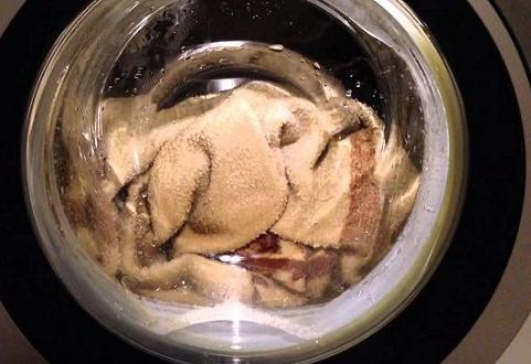 Если вы в процессе стирки добавите этот ингредиент, то от пятен не останется и следа!