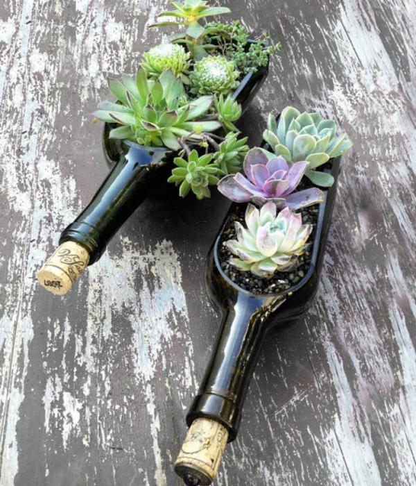 Идеи превращения винных бутылок в стильные и функциональные: Кашпо. Разрезайте винные бутылки вдоль и поперек и делайте из них цветочные горшки.