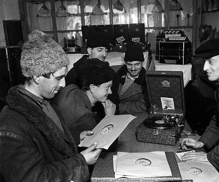 Артельщики и кооператоры как легальные богачи в сталинском СССР
