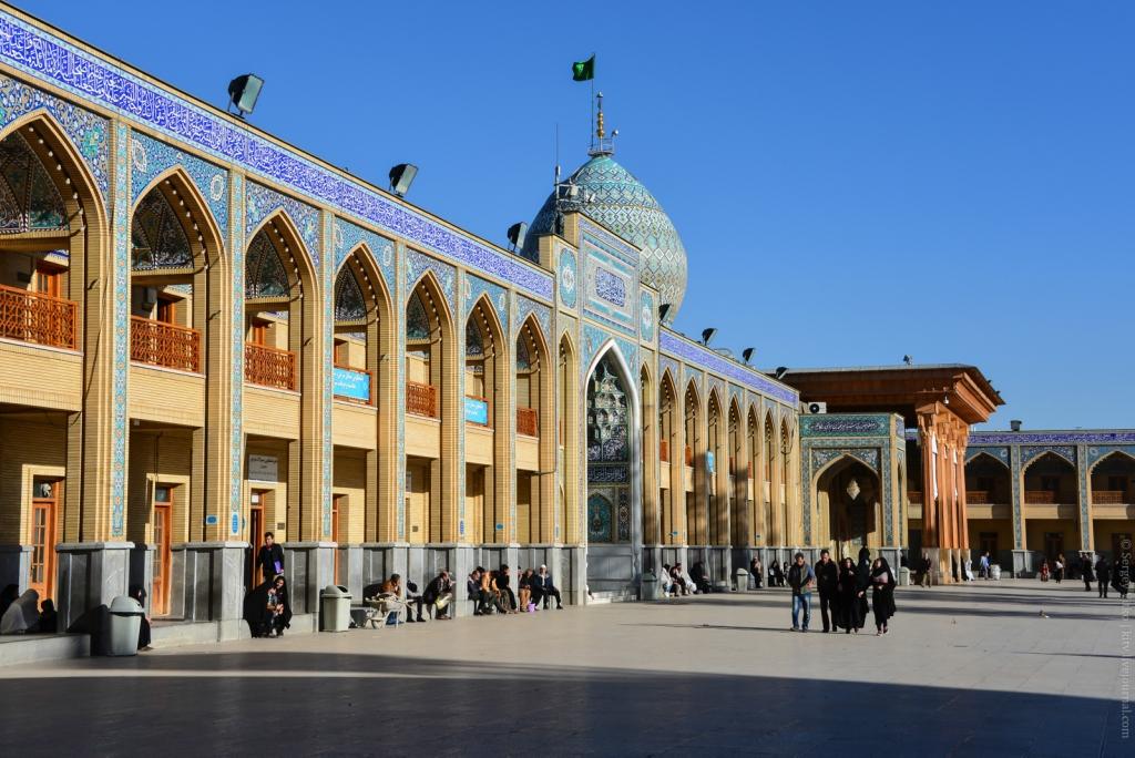 Самый охраняемый в Иране:   Шираз, -  город  поэтов, садов и  виноделия