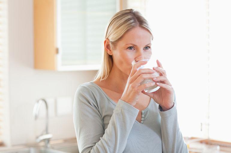 Детокс-напитки, сжигающие жир во время сна: дешевые коктейли очищают печень и жгут по 15 кг за месяц!