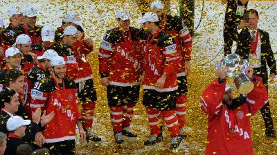 Мутко назвал неправильным уход российских хоккеистов во время исполнения гимна Канады