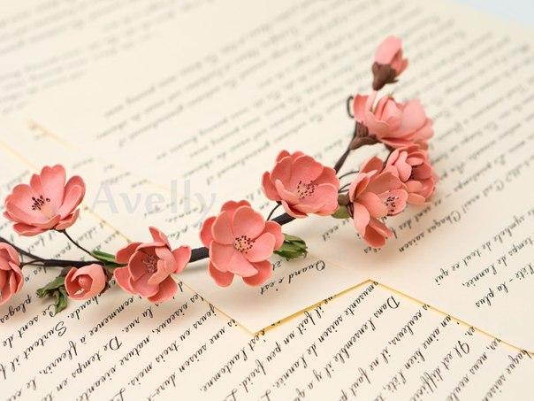 Венок с цветами персика из фоамирана от мастеров компании Avelly.