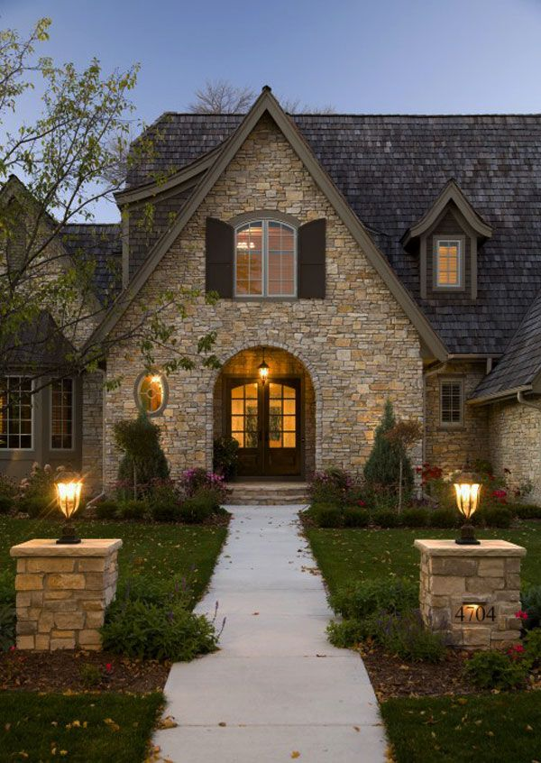 Облицованные камнем фасады и интерьеры дома