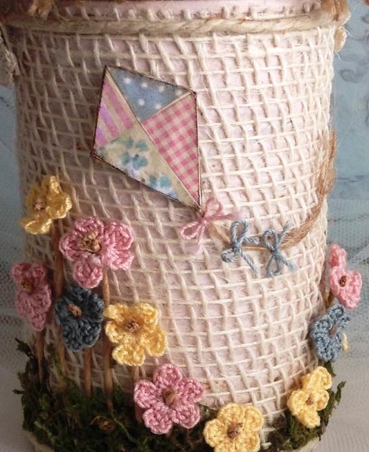 Цветочная корзинка из железной банки
