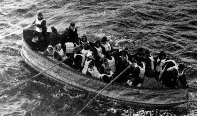 17. В шлюпки лайнера могли поместиться более половины пассажиров, однако едва ли трети из них действительно удалось сделать это. интересно, кораблекрушение, титаник