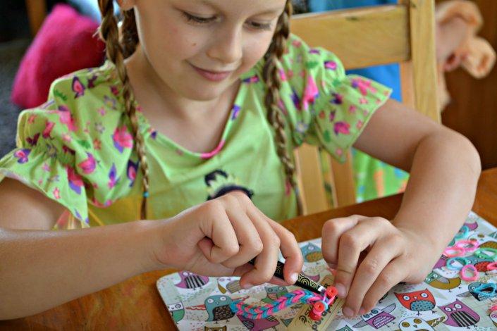 Плетение из резинок для малышей
