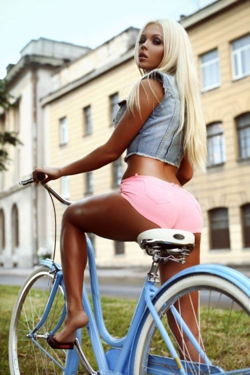 Девушки и велосипеды BroDude.ru brodude.ru 2.12.2013 QYbqK1sEpbOfE