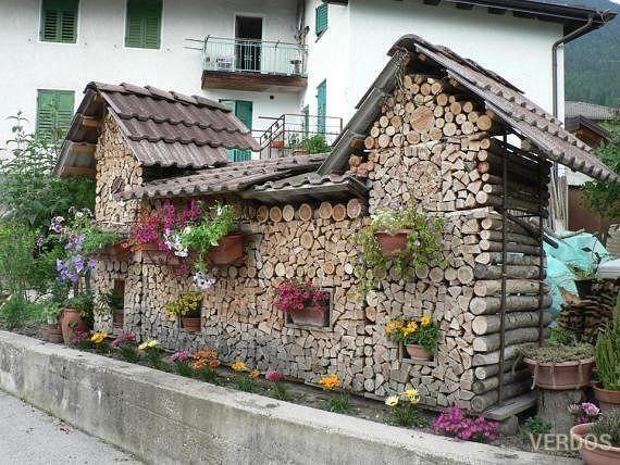 Креативно сложенные дрова.