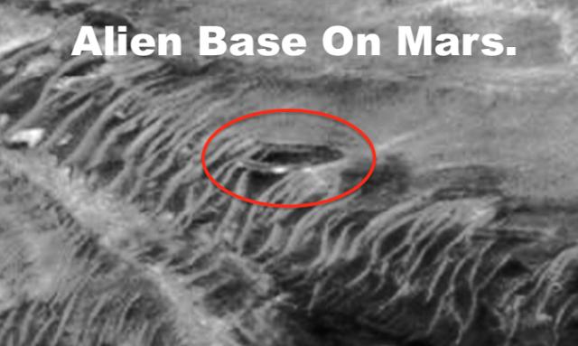 Инопланетная база на Марсе, медузообразное НЛО заснятое с Апполона 10