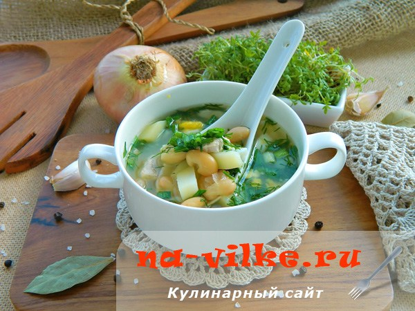 Куриный суп с консервированной белой фасолью