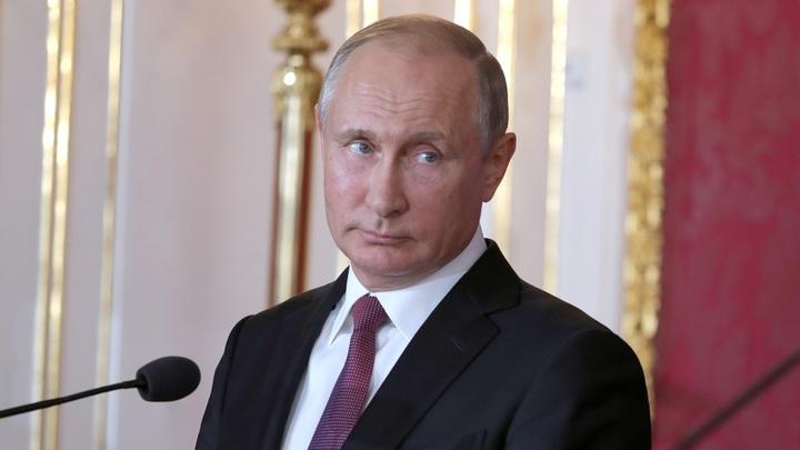 Путин: Пока болельщики смотрели ЧМ, спецслужбы бились с хакерами