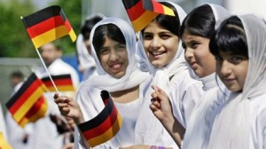 Хроника гибели Германии: волна беженцев захлестнула страну