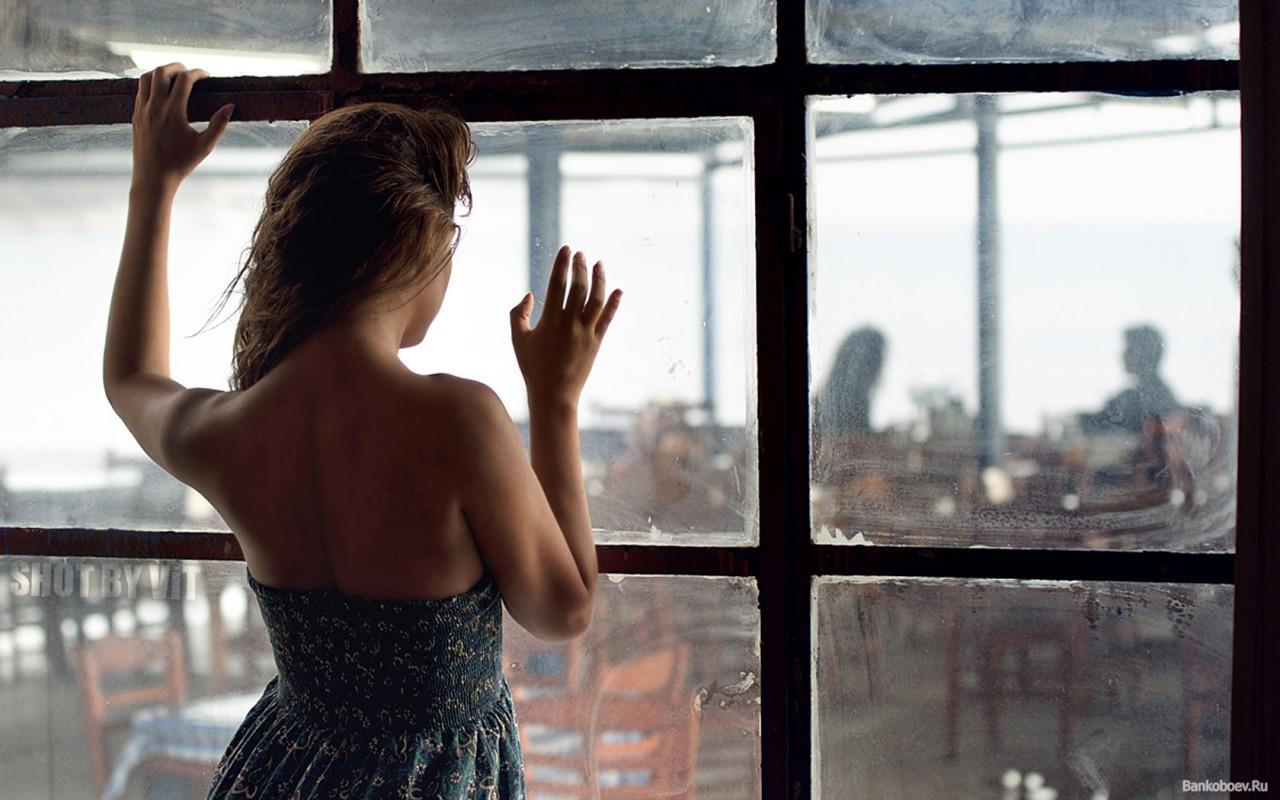 Снимает соседку через окно 15 фотография