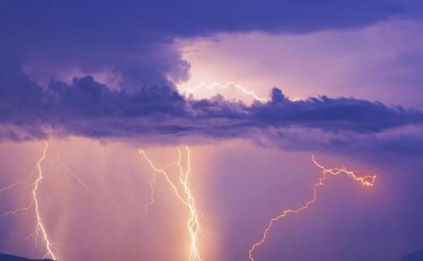 В Севастополе молния поразил…