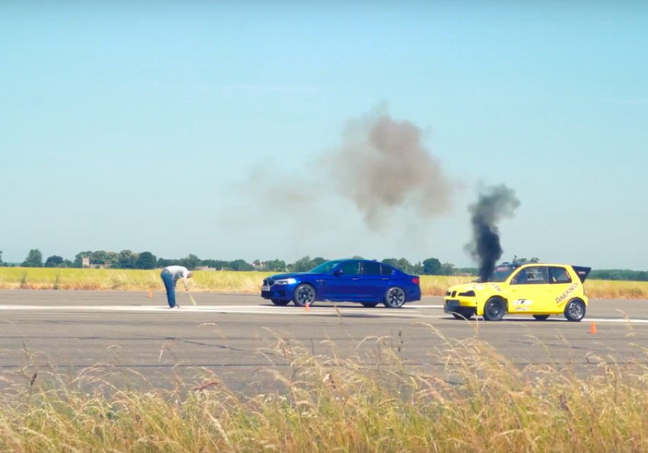 BMW M5 против дизельного Seat Arosa: кто кого?