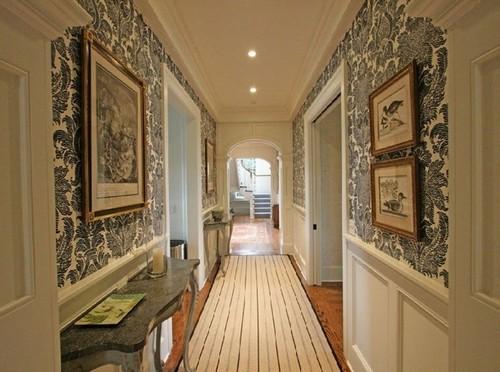 Обои комбинированные с панелями в коридоре