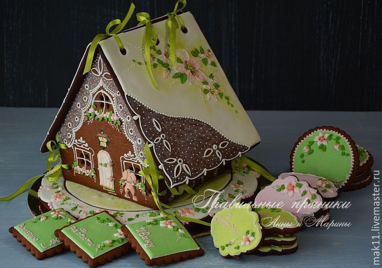 Пряничный домик `Веточка яблони`. Домик можно наполнить именными имбирными пряниками различных форм..