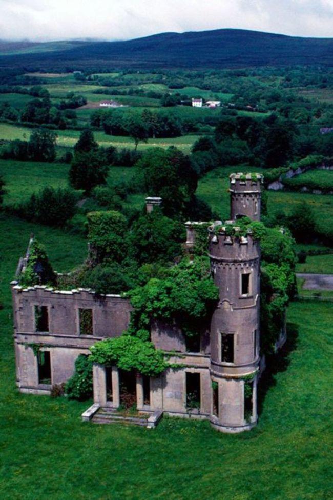 Ирландский замок возле села Килгарван заброшенное, природа, разрушение, цивилизация