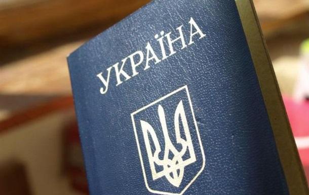 """Порошенко: В украинских паспортах """"язык агрессора"""" заменят на """"язык международного общения"""""""