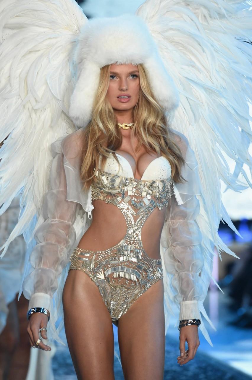 Все наряды с показа моды Victoria's Secret Fashion Show 2015