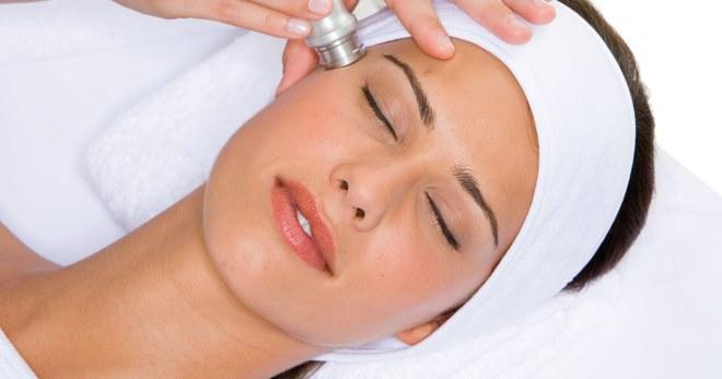 Вакуумная чистка лица – как проходит процедура в салоне, и как сделать ее дома?