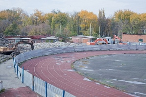 Последний гараж, оставшийся на стадионе «Шахтер», город Шахты ...