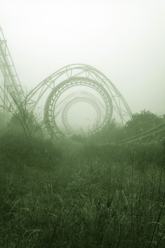Американские горки где-то в Японии заброшенное, природа, разрушение, цивилизация
