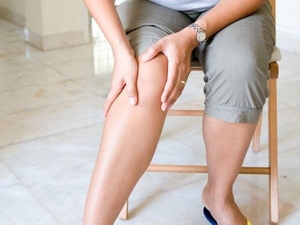 Раствор, вытягивающий всю боль из ног  В тазик или ведро наливала 2-3 л теплой...