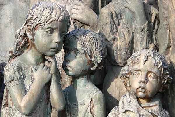 Уникальный и потрясающий памятник детям -жертвам фашистов в Лидице(Чехия)