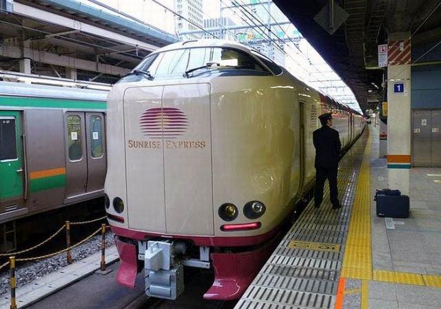 Как путешествуют пассажиры японских ночных поездов