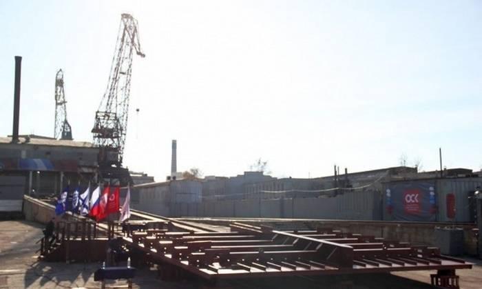 На Севморзаводе заложили первый за 12 лет тяжелый плавкран
