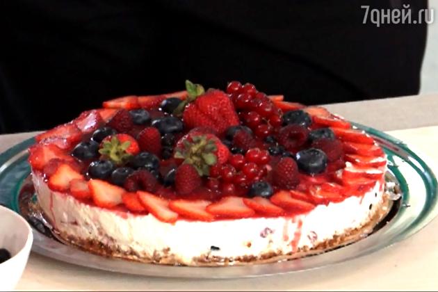 Легкий ягодный торт: рецепт от шеф-повара Мирко Дзаго