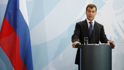 Медведев объявил выговор своему помощнику Онищенко