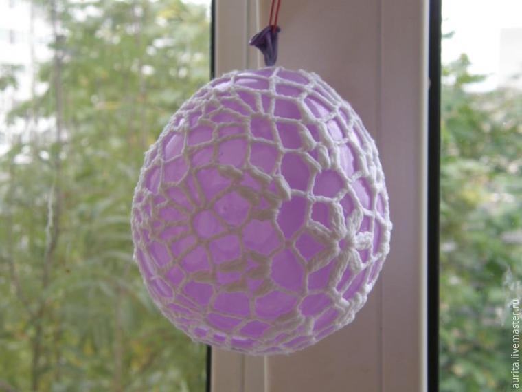 Создаем декоративные шары из вязаных салфеток