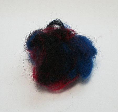Комок из разноцветной шерсти