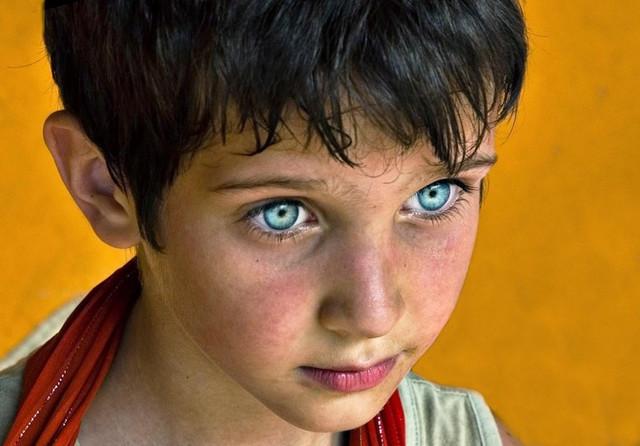 Странные дети с голубыми глазами