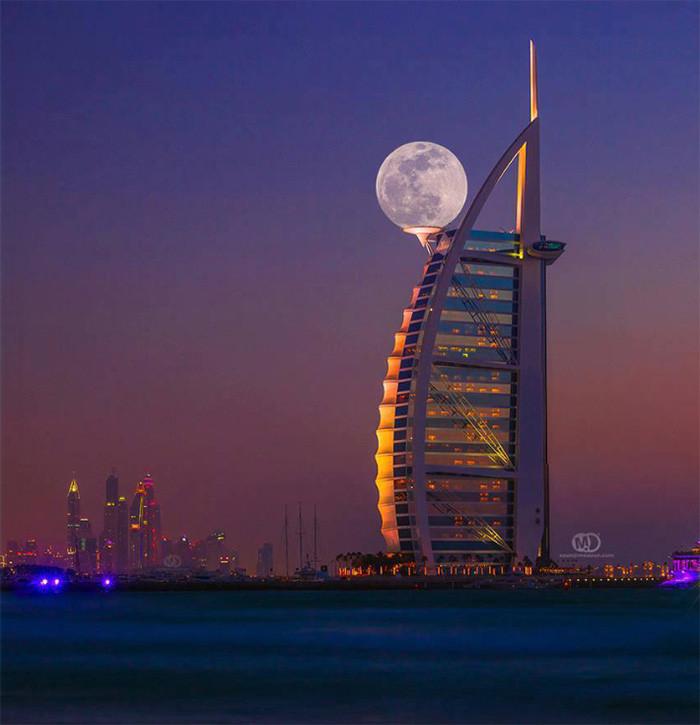5. Суперлуние в Дубае момент, фотография
